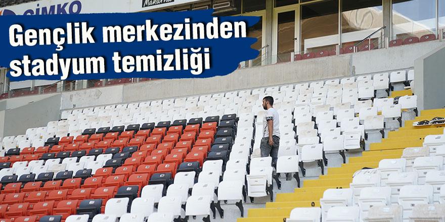 Gençlik merkezinden stadyum temizliği
