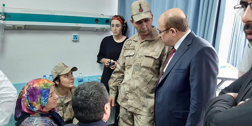 Askerlere hastanede ziyaret