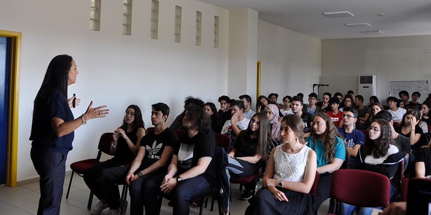Kolej'de motivasyon semineri