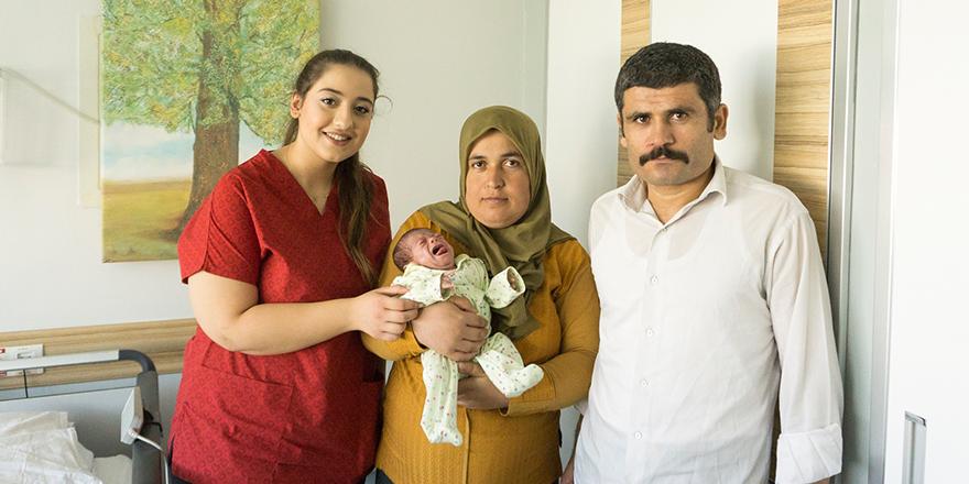 Parmak bebek  hayata bağlandı