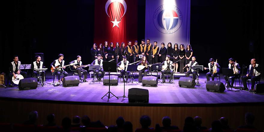 Öğrencilerden alkışlanan konser