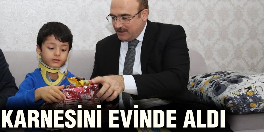 KARNESİNİ EVİNDE ALDI
