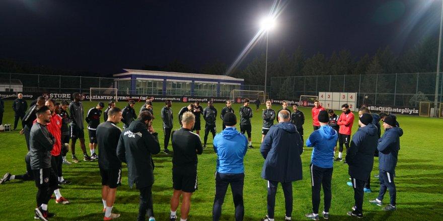 Futbolcular ve teknik ekip ne olacak