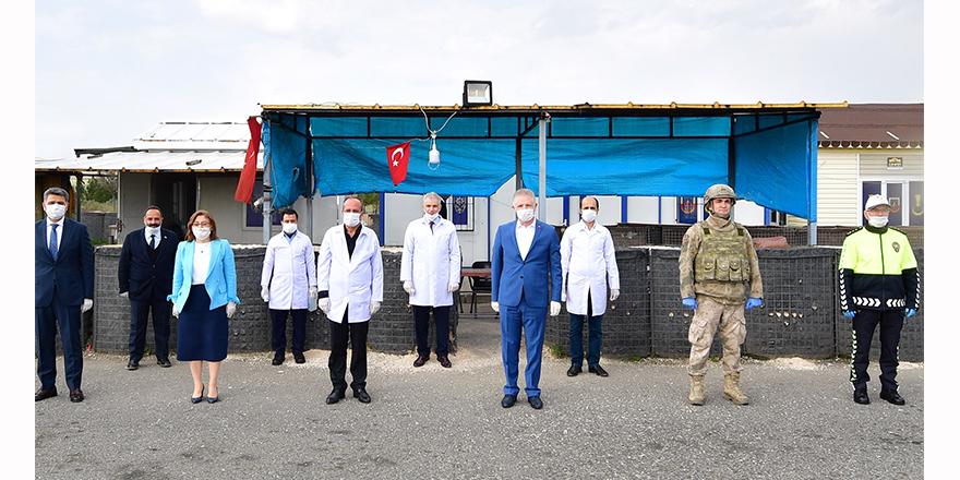 Suriyeli doktorlardan korona virüs taraması