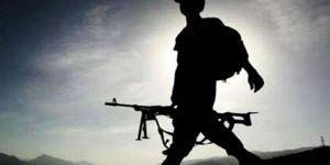 Uzman çavuş, askeri vurdu