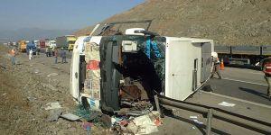 Yolcu otobüsü devrildi: 4 ölü, 31 yaralı