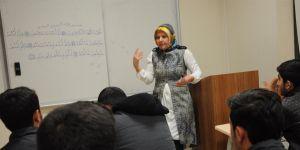 Türk öğrencilere Arapça dersi