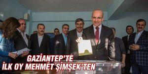 İlk oy Mehmet Şimşek'ten