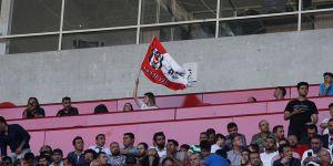 Basın tribününde Beşiktaş taraftarı