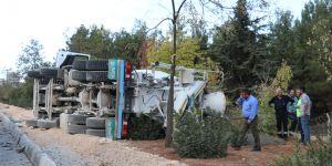Devrilen beton mikseri korkuttu