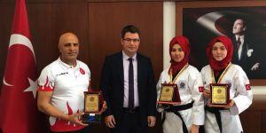 Balkan şampiyonu kızlara altın ve plaket