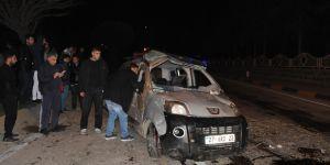 Trafik kazası: 1 ölü, 5'i çocuk 7 yaralı