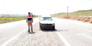 Otomobil yan yattı: 4 yaralı
