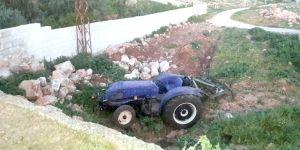Traktör devrildi: 1 ölü