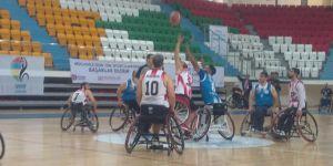Gazişehir galibiyetle başladı 62 – 58