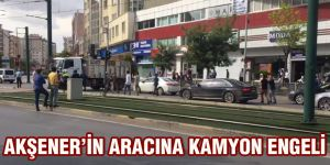 AKŞENER'İN ARACINA KAMYON ENGELİ