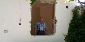Hırsızlar kapıları ve pencereleri söktü