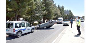 Otomobil devrildi;1 Yaralı