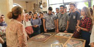 Yeni öğrencilere tarih turu