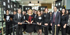 Kolej'de kara kalem resim sergisi