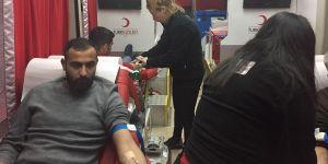 Türk Kızılayına kan bağışı