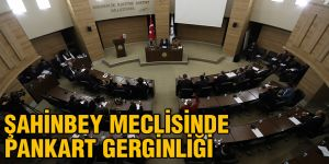 Şahinbey meclisinde pankart gerginliği