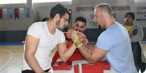 Bilek güreşçileri Akkent'te yarıştı