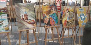 Geleceğin ressamları AVM'de sergi açtı