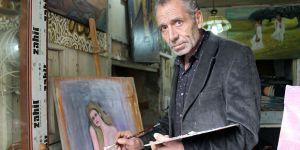 Resimlerini satarak geçiniyor