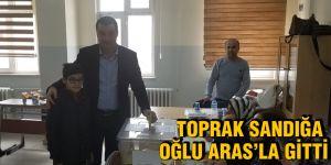 TOPRAK SANDIĞA OĞLU ARAS'LA GİTTİ