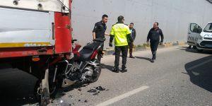Tamirden çıktı, motosiklete çarptı