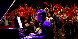 Ödüllü piyaniste büyük alkış