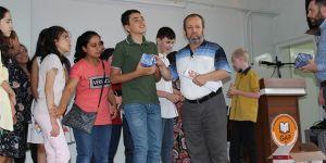 Görme engelli öğrencilerin karne heyecanı