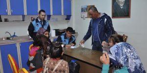 Dilencilik yapan 7 çocuk yakalandı