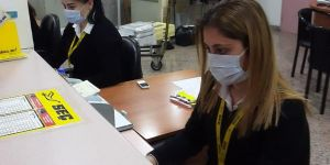 Otogarda maske dağıtıldı
