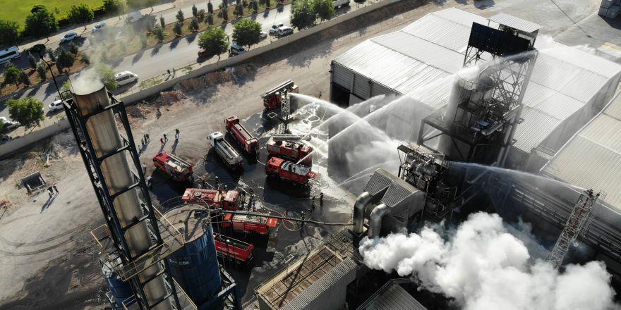 Plastik fabrikasındaki yangında 20 kişi yaralandı