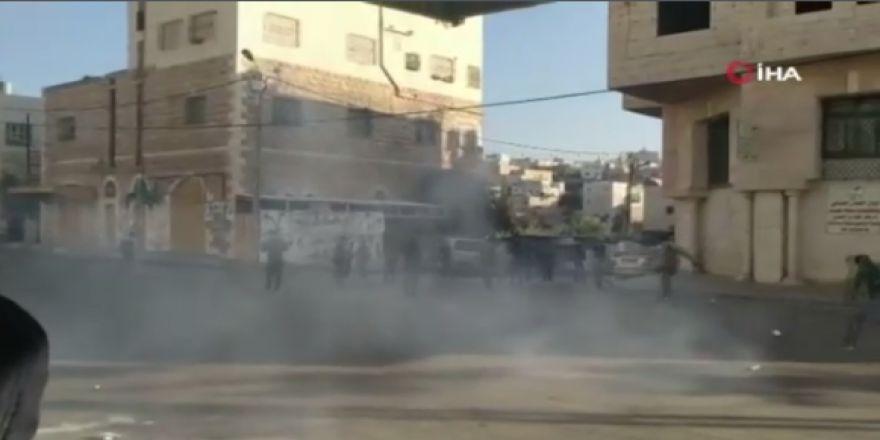 İsrail askerleri öğrencilere gaz bombası attı