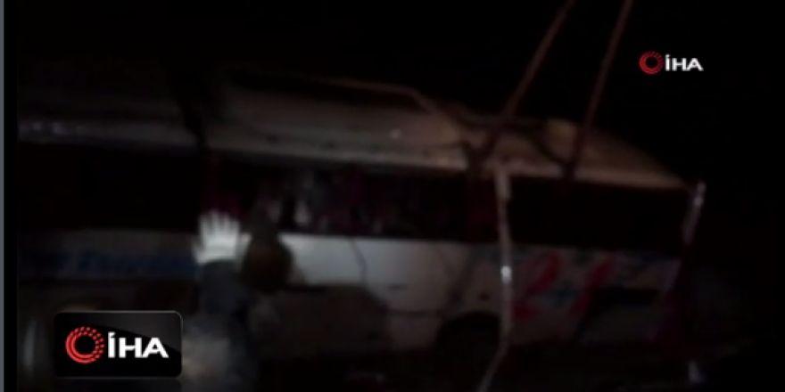 Şoför kalp krizi geçirdi, yolcu otobüsü devrildi: 27 yaralı