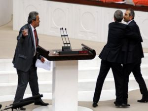 AK Partili ve CHP'li vekiller birbirine girdi