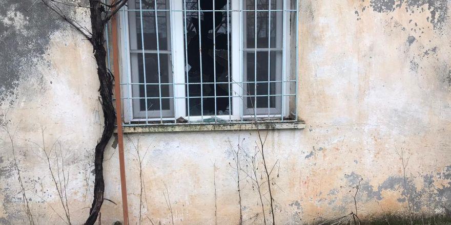 Arazisini devretmek istedi, evi saldırıya uğrayınca şikayette bulundu