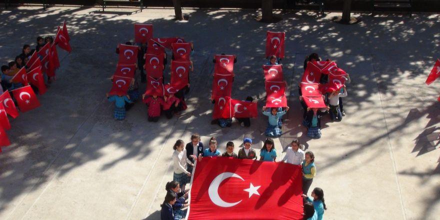 Öğrencilerden Türk bayraklı İdlib kareografisi