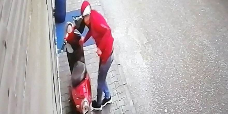 Cep telefonu hırsızlık anı kamerada