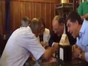 Seçim arefesinde Tahmis'te kahve keyfi...