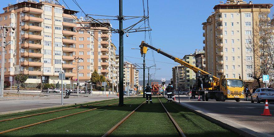 Yüksek gerilimli enerji nakil hatları, tramvay seferlerine darbe vurdu