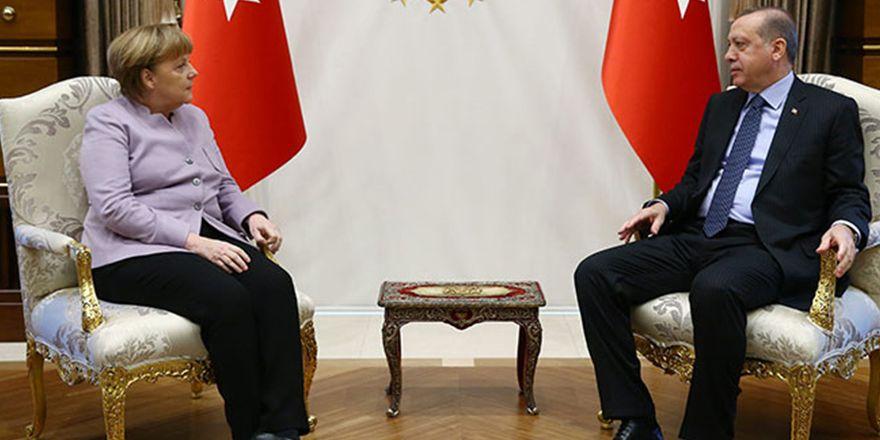 Merkel, Cumhurbaşkanlığı Sarayı'nda