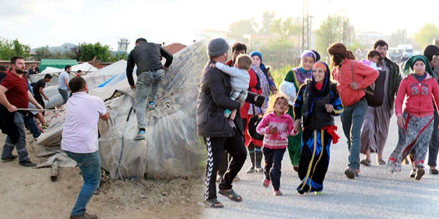 Halk ayaklandı; Suriyeliler mahalleyi terk etti