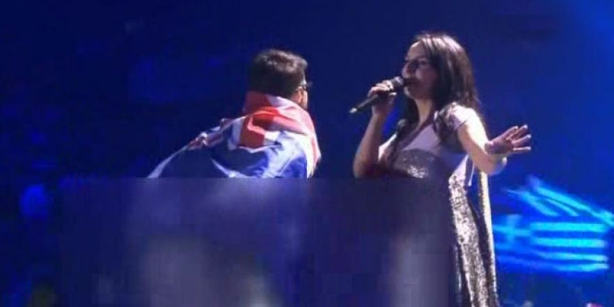 Eurovizyon'da şok görüntüler!.. Sahneye çıkıp bir anda!..