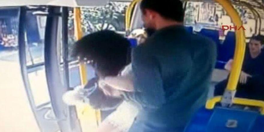 Üniversiteli kıza minibüste böyle saldırmış!
