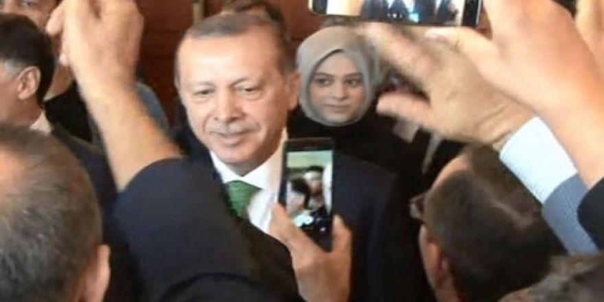 Erdoğan'a böyle seslendi: Reis selfie istiyoruz