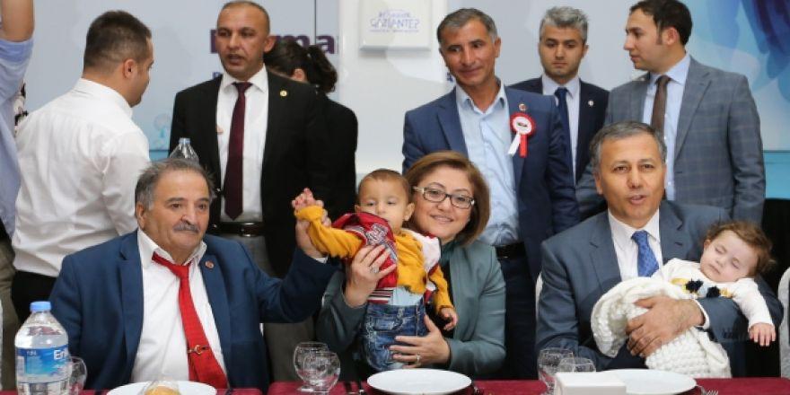 """BAŞKAN ŞAHİN GAZİANTEPLİ MUHTARLARLA """"MUHTARLAR GÜNÜ""""NDE BULUŞTU"""